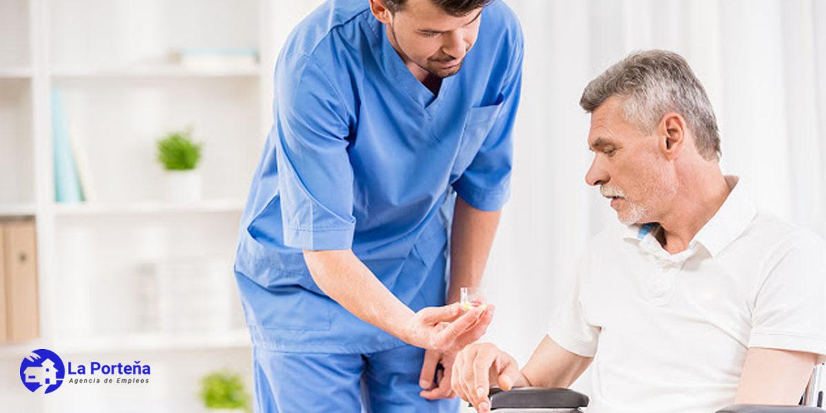 enfermero-cuidador-anciano-coronarvirus-enfermedad-respiratoria